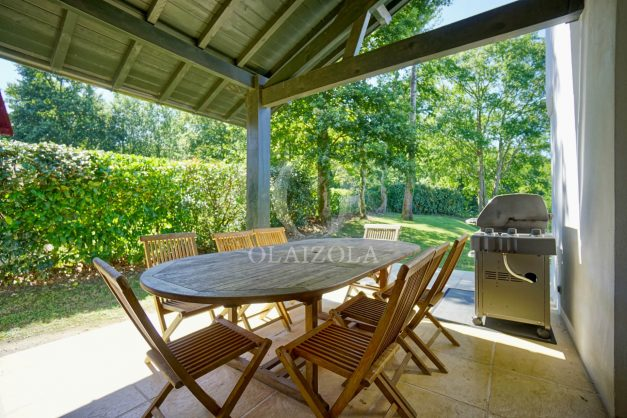location-vacances-bassussary-villa-luxe-piscine-5-chambres-10-personnes-proche-golf-plage-biarritz-terrasses-2019-003016
