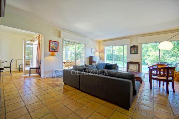 location-vacances-bassussary-villa-luxe-piscine-5-chambres-10-personnes-proche-golf-plage-biarritz-terrasses-2019-003017