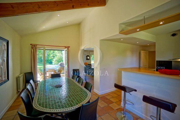 location-vacances-bassussary-villa-luxe-piscine-5-chambres-10-personnes-proche-golf-plage-biarritz-terrasses-2019-003024