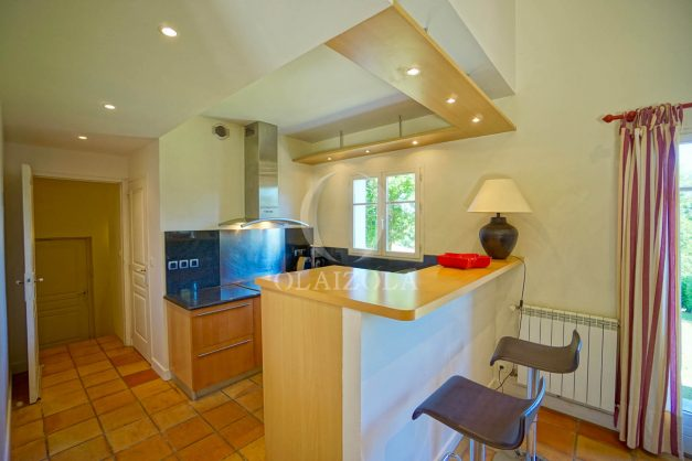 location-vacances-bassussary-villa-luxe-piscine-5-chambres-10-personnes-proche-golf-plage-biarritz-terrasses-2019-003027