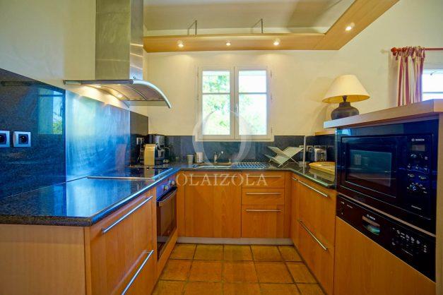 location-vacances-bassussary-villa-luxe-piscine-5-chambres-10-personnes-proche-golf-plage-biarritz-terrasses-2019-003028