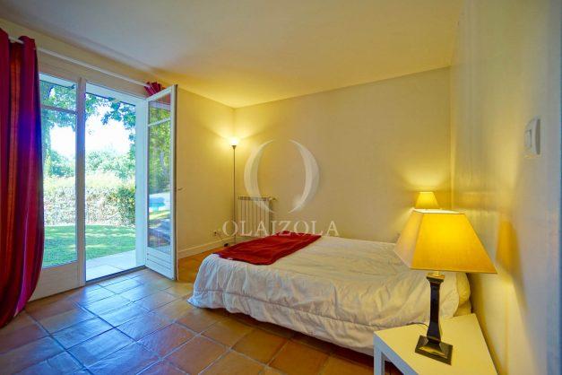 location-vacances-bassussary-villa-luxe-piscine-5-chambres-10-personnes-proche-golf-plage-biarritz-terrasses-2019-003030