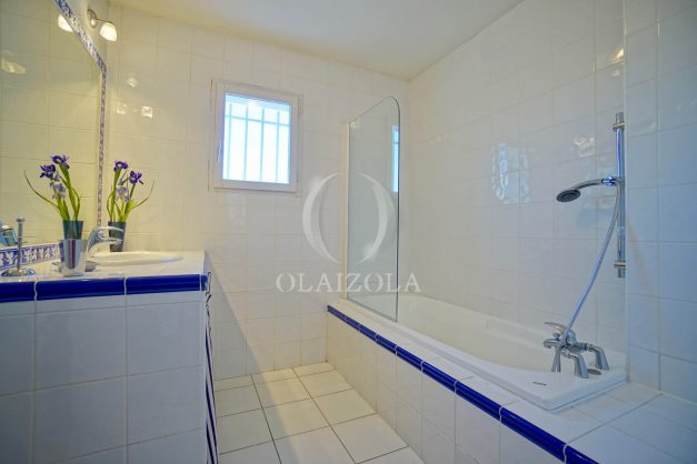 location-vacances-bassussary-villa-luxe-piscine-5-chambres-10-personnes-proche-golf-plage-biarritz-terrasses-2019-003033