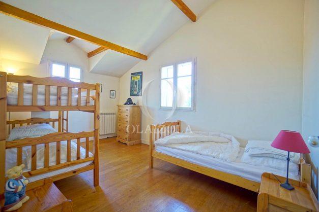 location-vacances-bassussary-villa-luxe-piscine-5-chambres-10-personnes-proche-golf-plage-biarritz-terrasses-2019-003038