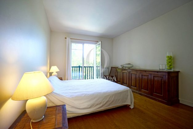 location-vacances-bassussary-villa-luxe-piscine-5-chambres-10-personnes-proche-golf-plage-biarritz-terrasses-2019-003047