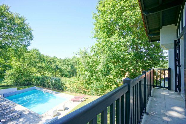 location-vacances-bassussary-villa-luxe-piscine-5-chambres-10-personnes-proche-golf-plage-biarritz-terrasses-2019-003054