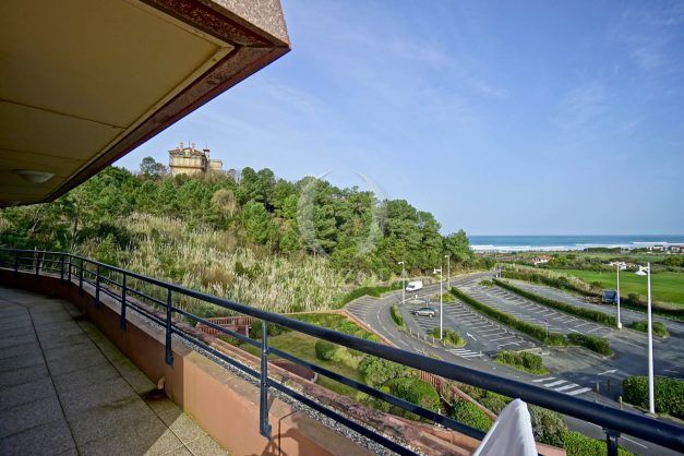 location-vacances-bidart-appartement-3pieces-vue-mer-golf-balcon-moderne-roseraie-ilbarritz-005