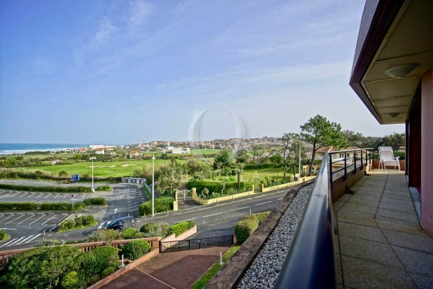 location-vacances-bidart-appartement-3pieces-vue-mer-golf-balcon-moderne-roseraie-ilbarritz-006
