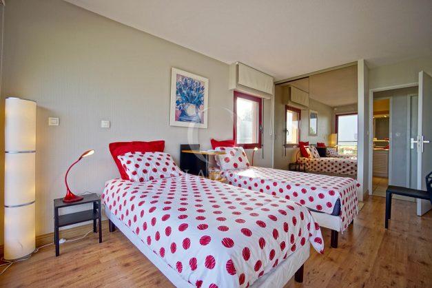 location-vacances-bidart-appartement-3pieces-vue-mer-golf-balcon-moderne-roseraie-ilbarritz-023