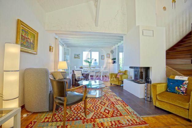 location-vacances-villa-arcangues-agence-olaizola-piscine-chauffée-plein-sud-terrasse-jardin-parking-garage-025