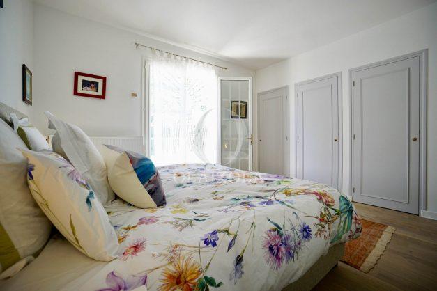 location-vacances-villa-arcangues-agence-olaizola-piscine-chauffée-plein-sud-terrasse-jardin-parking-garage-039