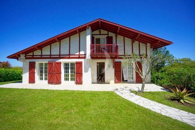 location-vacances-villa-arcangues-agence-olaizola-piscine-chauffée-plein-sud-terrasse-jardin-parking-garage-043
