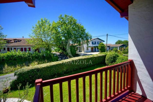 location-vacances-villa-arcangues-agence-olaizola-piscine-chauffée-plein-sud-terrasse-jardin-parking-garage-044