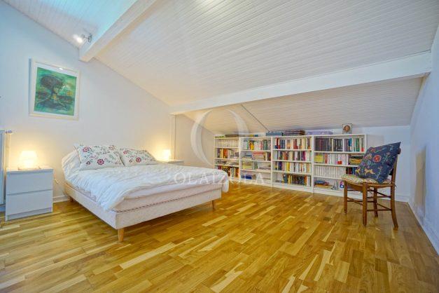 location-vacances-villa-arcangues-agence-olaizola-piscine-chauffée-plein-sud-terrasse-jardin-parking-garage-051