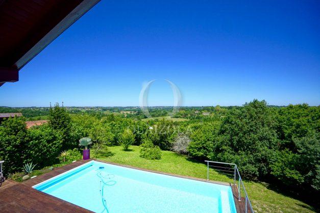 location-vacances-villa-arcangues-agence-olaizola-piscine-chauffée-plein-sud-terrasse-jardin-parking-garage-058
