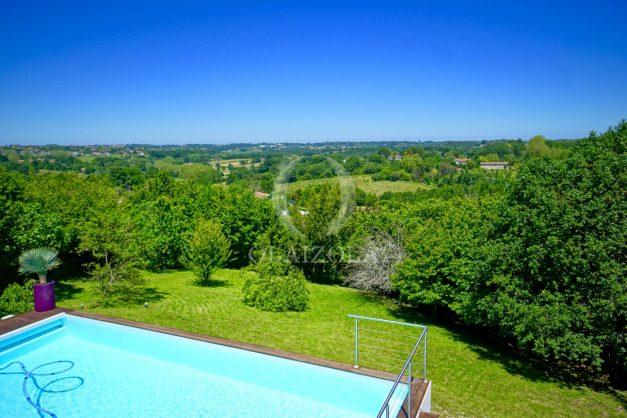 location-vacances-villa-arcangues-agence-olaizola-piscine-chauffée-plein-sud-terrasse-jardin-parking-garage-060