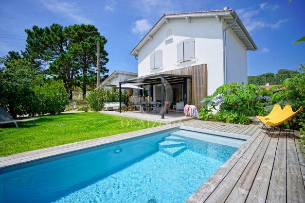 location-vacances-anglet-villa-piscine-terrasse-jardins-magnifique-salon-sejour-transate-soleil-5-chambres.001
