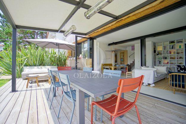 location-vacances-anglet-villa-piscine-terrasse-jardins-magnifique-salon-sejour-transate-soleil-5-chambres.010