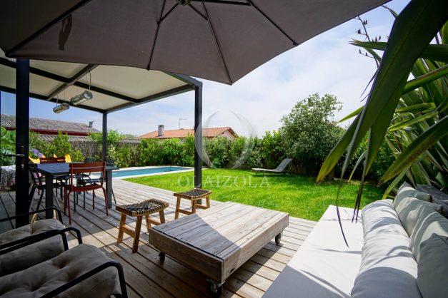 location-vacances-anglet-villa-piscine-terrasse-jardins-magnifique-salon-sejour-transate-soleil-5-chambres.013
