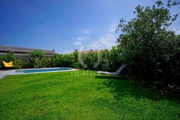 location-vacances-anglet-villa-piscine-terrasse-jardins-magnifique-salon-sejour-transate-soleil-5-chambres.018