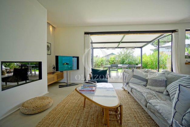 location-vacances-anglet-villa-piscine-terrasse-jardins-magnifique-salon-sejour-transate-soleil-5-chambres.021