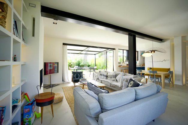 location-vacances-anglet-villa-piscine-terrasse-jardins-magnifique-salon-sejour-transate-soleil-5-chambres.022