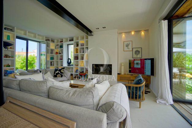 location-vacances-anglet-villa-piscine-terrasse-jardins-magnifique-salon-sejour-transate-soleil-5-chambres.025