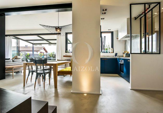 location-vacances-anglet-villa-piscine-terrasse-jardins-magnifique-salon-sejour-transate-soleil-5-chambres.038