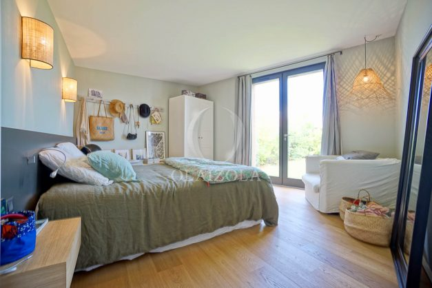 location-vacances-anglet-villa-piscine-terrasse-jardins-magnifique-salon-sejour-transate-soleil-5-chambres.043