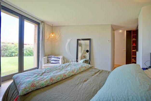 location-vacances-anglet-villa-piscine-terrasse-jardins-magnifique-salon-sejour-transate-soleil-5-chambres.046