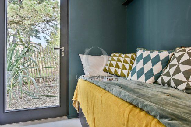 location-vacances-anglet-villa-piscine-terrasse-jardins-magnifique-salon-sejour-transate-soleil-5-chambres.047