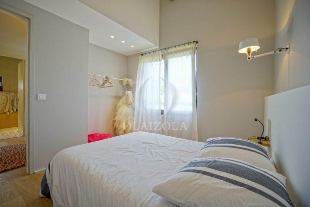 location-vacances-anglet-villa-piscine-terrasse-jardins-magnifique-salon-sejour-transate-soleil-5-chambres.052