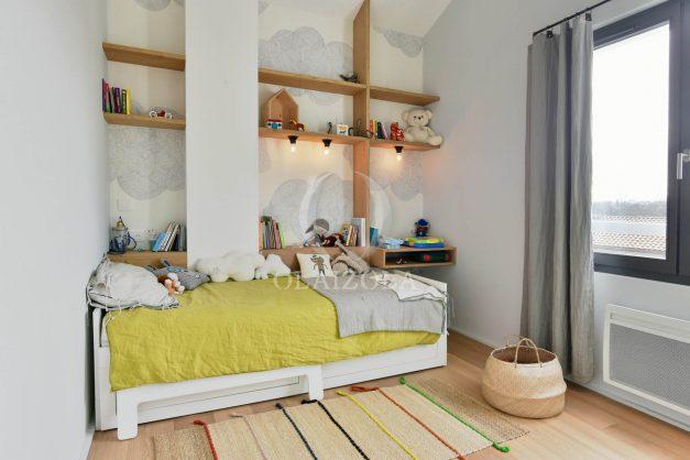 location-vacances-anglet-villa-piscine-terrasse-jardins-magnifique-salon-sejour-transate-soleil-5-chambres.054
