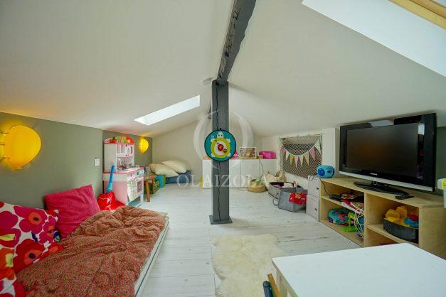 location-vacances-anglet-villa-piscine-terrasse-jardins-magnifique-salon-sejour-transate-soleil-5-chambres.055