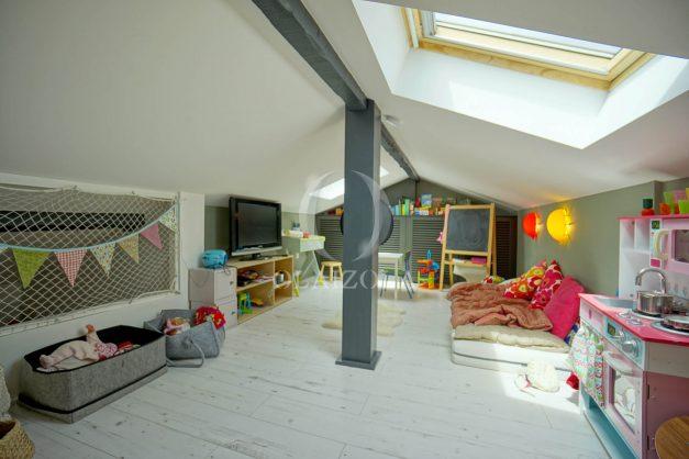 location-vacances-anglet-villa-piscine-terrasse-jardins-magnifique-salon-sejour-transate-soleil-5-chambres.056