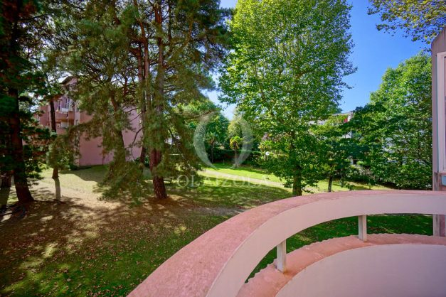 location-vacances-biarritz-appartement-T3-standing-residence-super-privee-terrasse-parking-grand-lit-ensoleillee-003