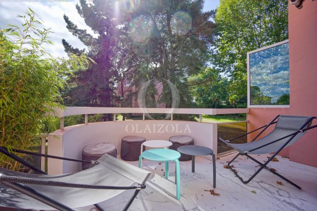 location-vacances-biarritz-appartement-T3-standing-residence-super-privee-terrasse-parking-grand-lit-ensoleillee-004