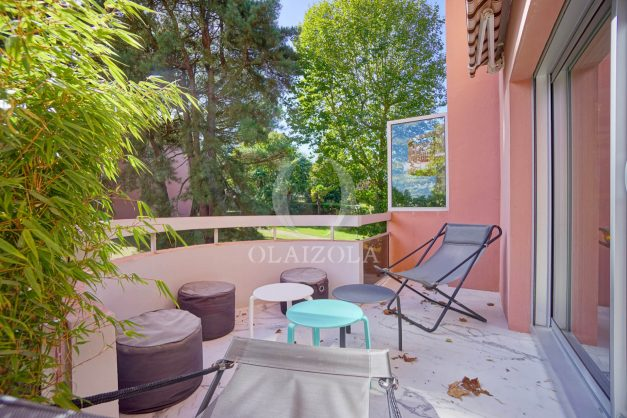 location-vacances-biarritz-appartement-T3-standing-residence-super-privee-terrasse-parking-grand-lit-ensoleillee-005