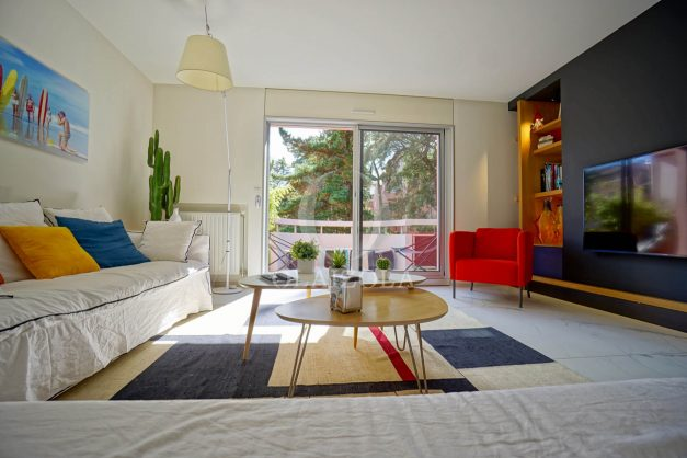 location-vacances-biarritz-appartement-T3-standing-residence-super-privee-terrasse-parking-grand-lit-ensoleillee-013