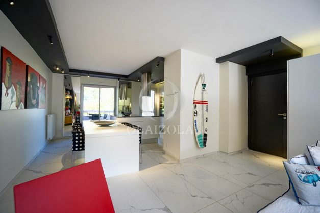 location-vacances-biarritz-appartement-T3-standing-residence-super-privee-terrasse-parking-grand-lit-ensoleillee-016