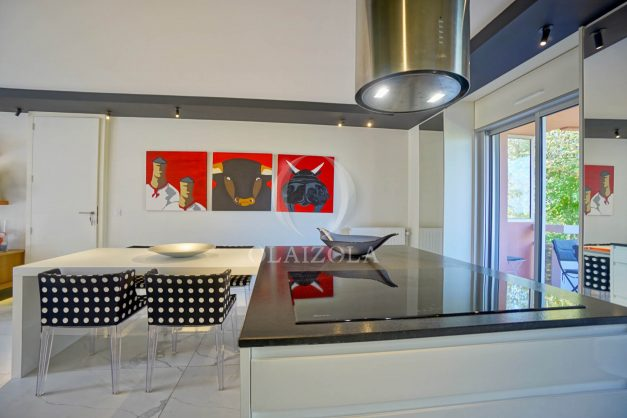 location-vacances-biarritz-appartement-T3-standing-residence-super-privee-terrasse-parking-grand-lit-ensoleillee-022