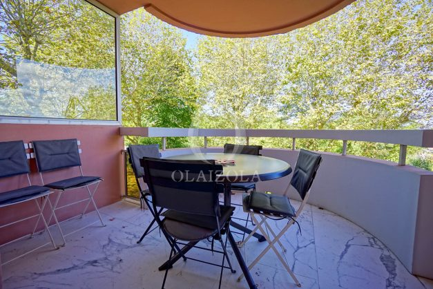 location-vacances-biarritz-appartement-T3-standing-residence-super-privee-terrasse-parking-grand-lit-ensoleillee-025