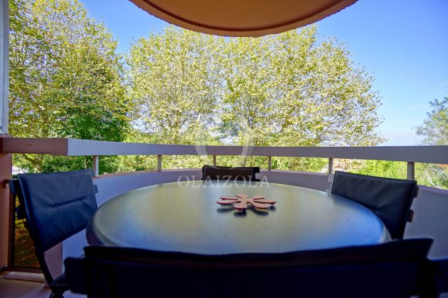 location-vacances-biarritz-appartement-T3-standing-residence-super-privee-terrasse-parking-grand-lit-ensoleillee-026