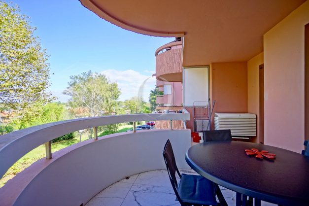 location-vacances-biarritz-appartement-T3-standing-residence-super-privee-terrasse-parking-grand-lit-ensoleillee-027
