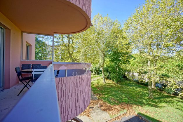 location-vacances-biarritz-appartement-T3-standing-residence-super-privee-terrasse-parking-grand-lit-ensoleillee-030