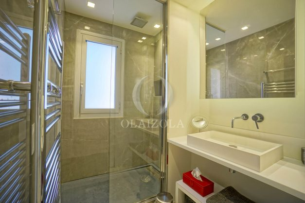 location-vacances-biarritz-appartement-T3-standing-residence-super-privee-terrasse-parking-grand-lit-ensoleillee-039