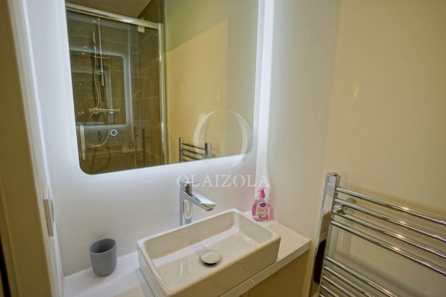 location-vacances-biarritz-appartement-T3-standing-residence-super-privee-terrasse-parking-grand-lit-ensoleillee-047