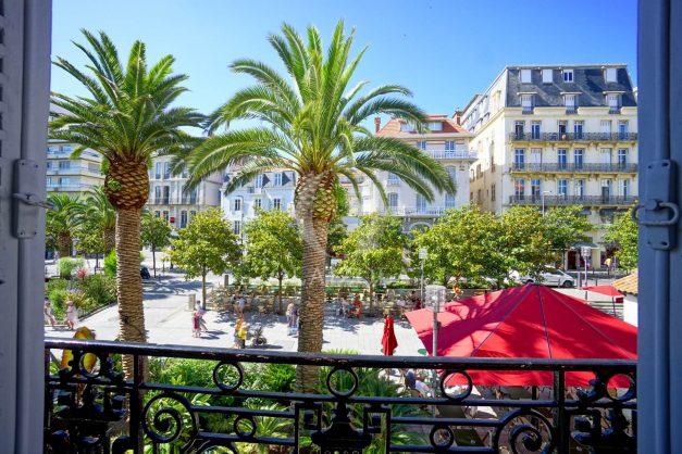 location-vacances-biarritz-magnifique-t3-80m-bellevue-balcons-plages-a-pied-commerce-a-pied-plein-centre-1etage-apercu-mer002