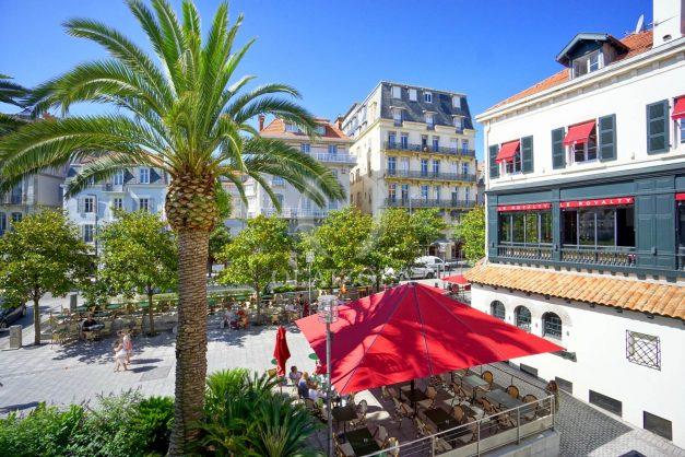 location-vacances-biarritz-magnifique-t3-80m-bellevue-balcons-plages-a-pied-commerce-a-pied-plein-centre-1etage-apercu-mer003