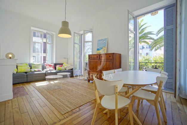 location-vacances-biarritz-magnifique-t3-80m-bellevue-balcons-plages-a-pied-commerce-a-pied-plein-centre-1etage-apercu-mer005